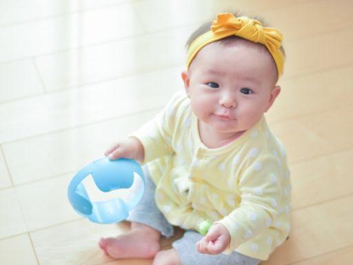 【寶寶成長】三翻、六坐、九扶籬?切忌過早訓練BB「坐定定」!